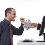 Куда в интернете можно выгодно инвестировать деньги?