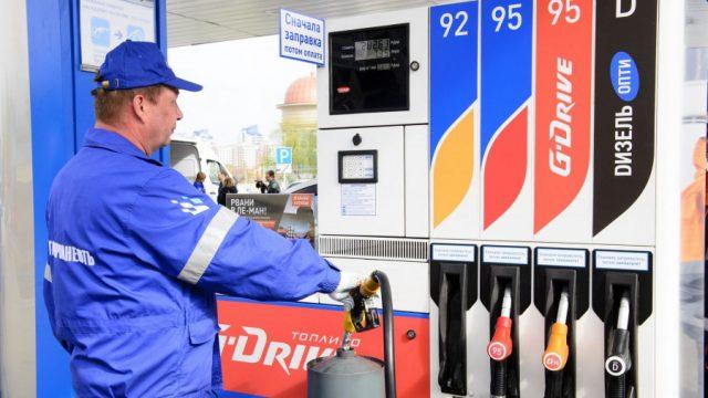 В регионах РФ цены на бензин поползли вверх после Нового года