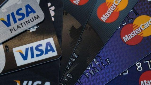 На Visa и Mastercard подали жалобу из-за больших комиссий