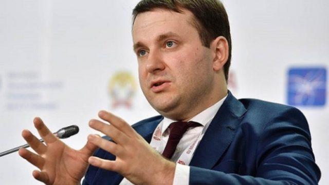Орешкин объяснил, почему хранить деньги лучше в рублях