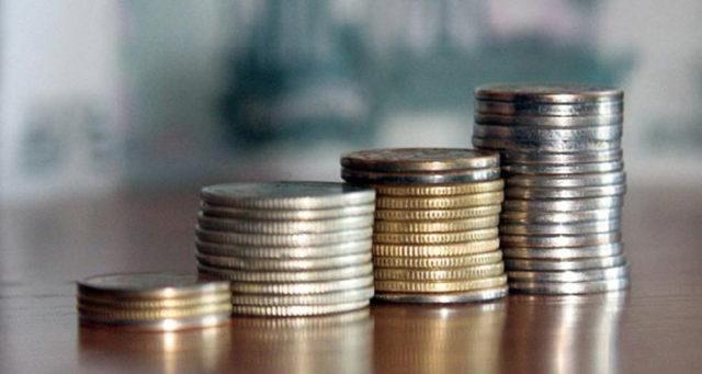 Росстат назвал средние зарплаты чиновников в России
