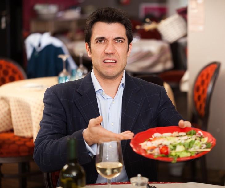 плохое блюдо в ресторане