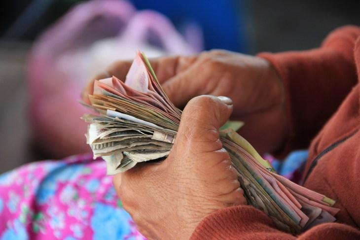 деньги в рук
