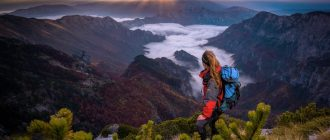 туристка в горах