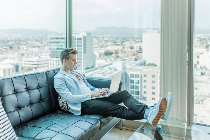офис с панорамными окнами