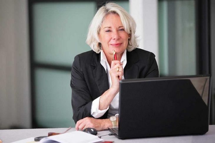 деловая женщина в возрасте