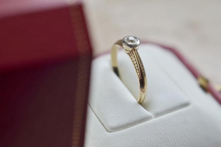 кольцо в салоне