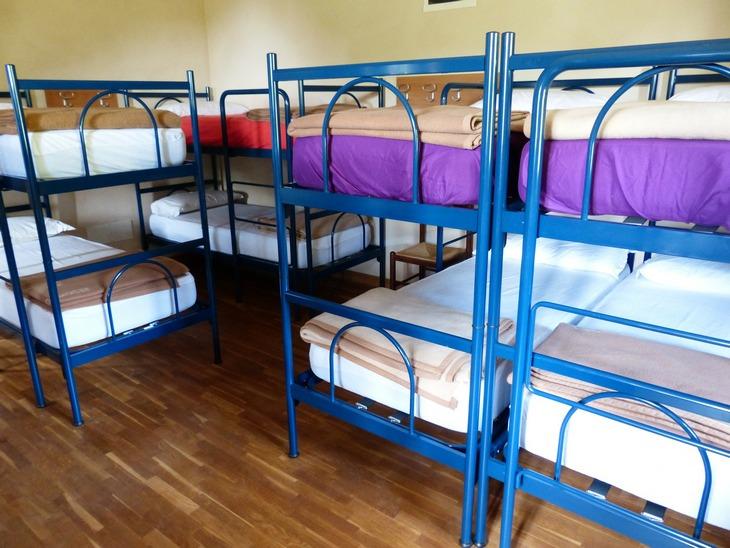 хостел кровати