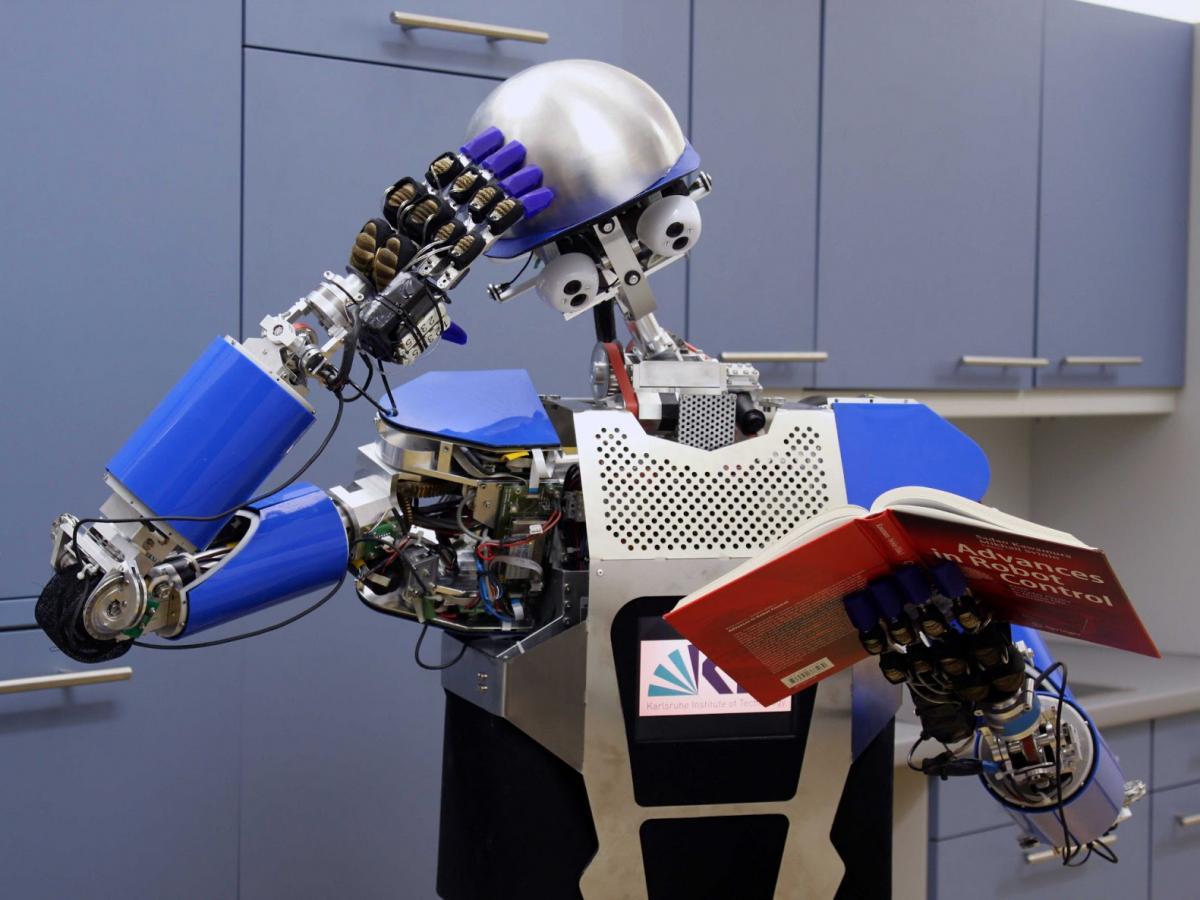 Робот ученый