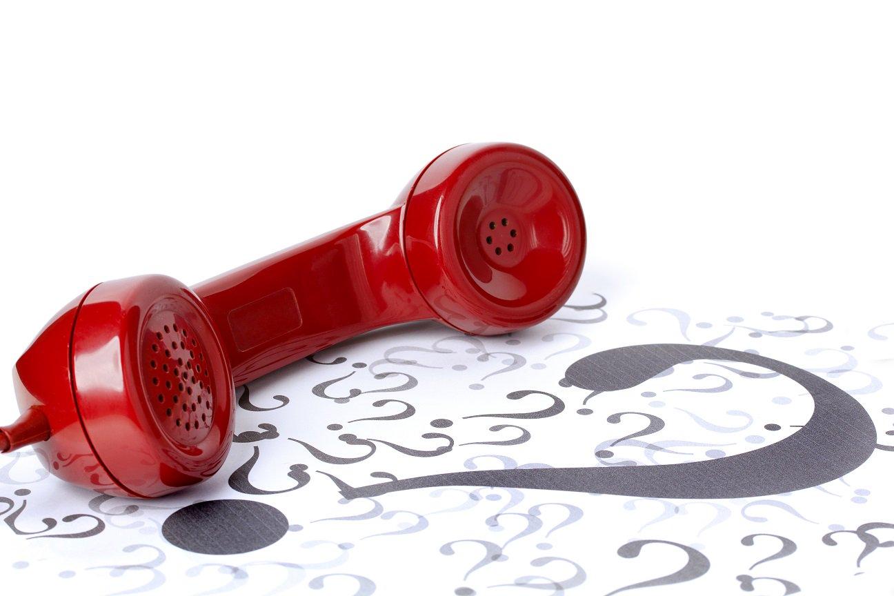 Телефонная трубка и знаки вопросов